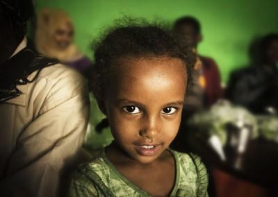 Niña en una tetería de Etiopía