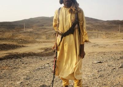 Buscador de oro en el desierto de Sudán