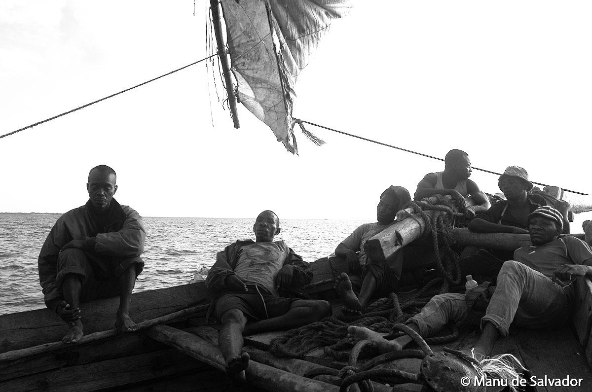 Marineros de un velero en Zanzíbar