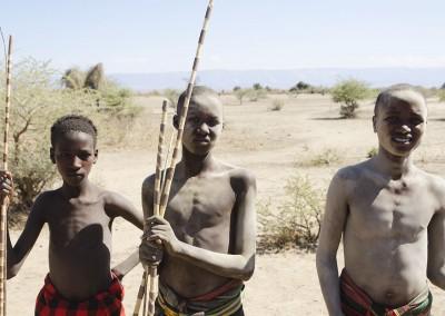 Chicos de una tribu cerca del lago Eyasi, Tanzania.