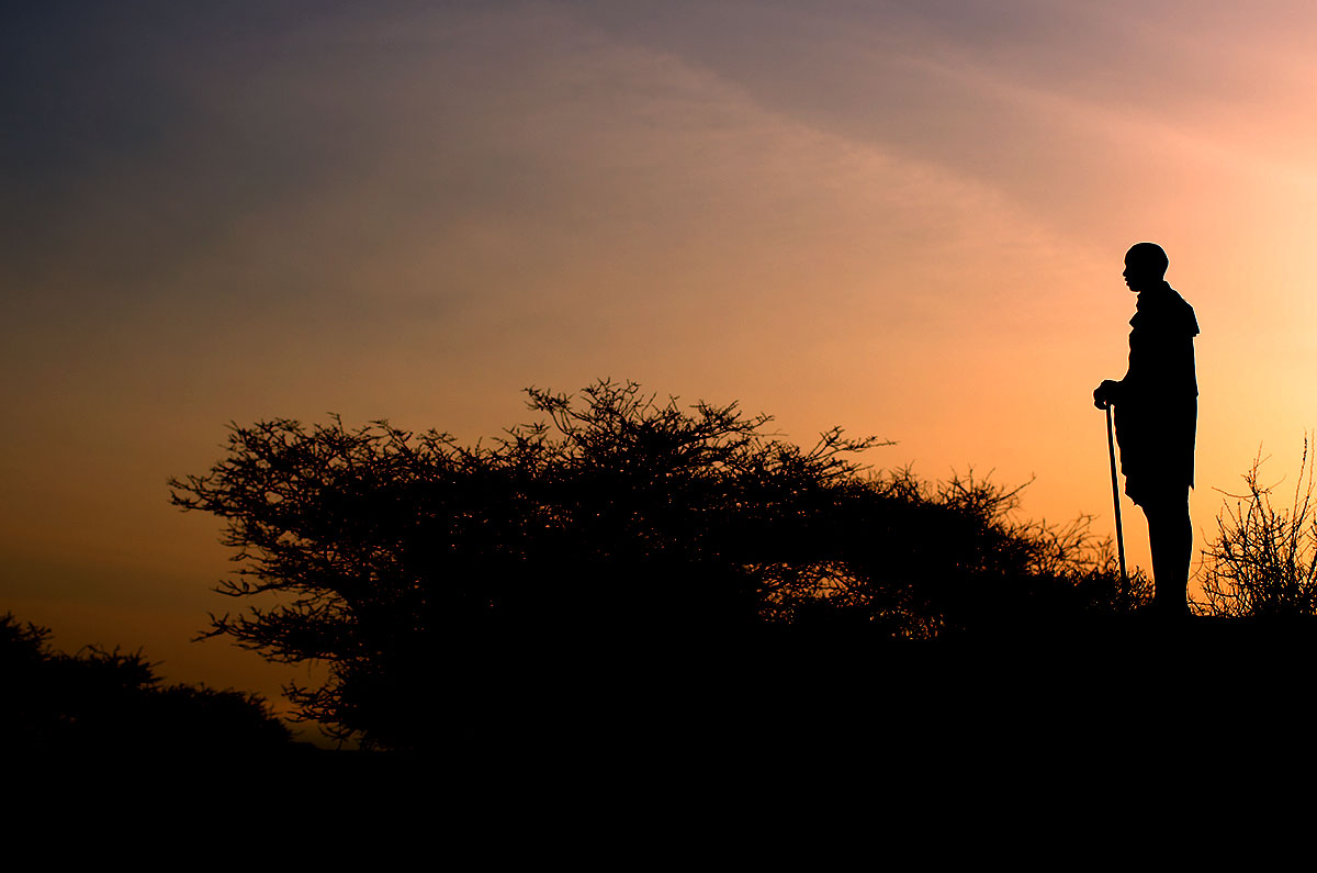 Puesta de sol y Maasai en Kenya