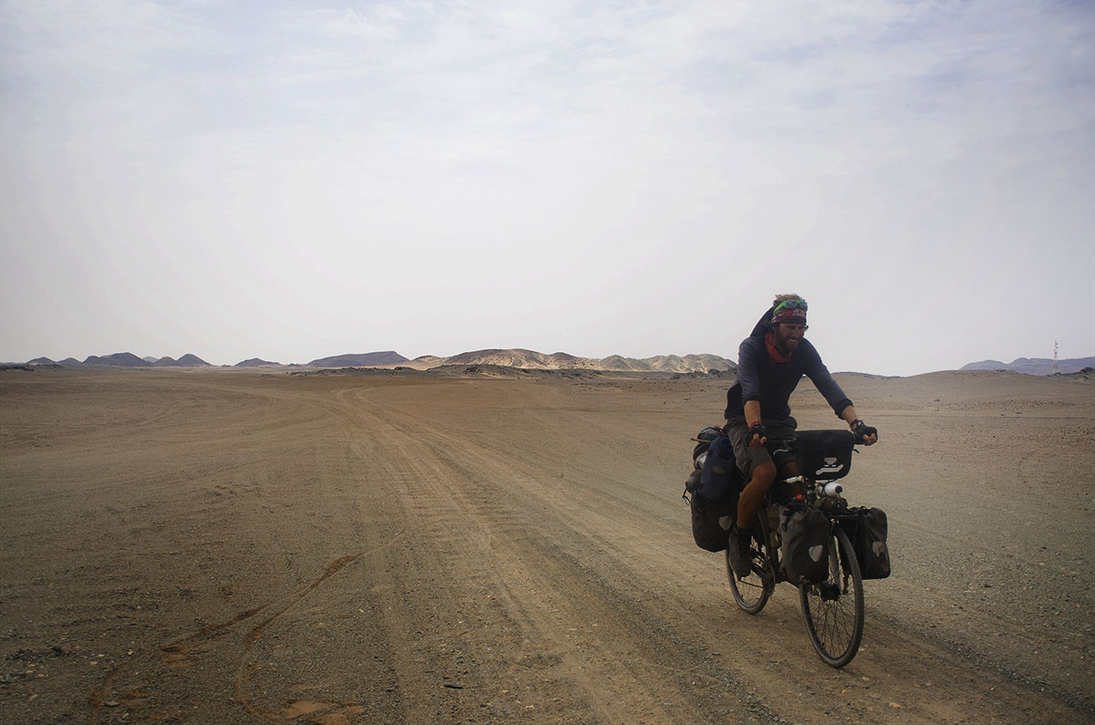 Colorado en una pista de tierra de Sudán
